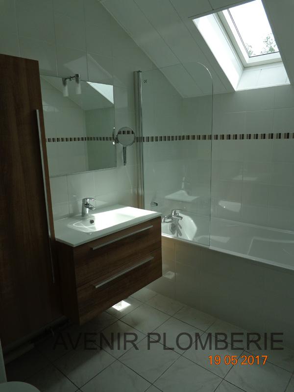 free baignoire sous combre saintouen laumone with baignoire sous pente. Black Bedroom Furniture Sets. Home Design Ideas