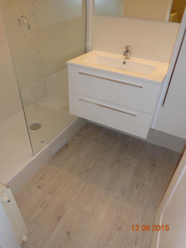 remplacer carrelage salle de bain amazing remplacer carrelage salle de bain comment remplacer. Black Bedroom Furniture Sets. Home Design Ideas